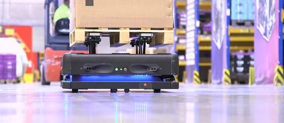 Autonome Roboter in der Logistik setzt DB Schenker in Leipzig ein.